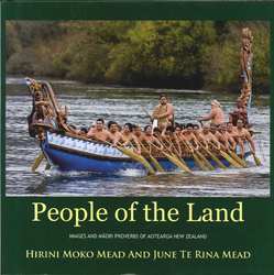 Image of People Of The Land : Images And Maori Proverbs Of Aotearoa New Zealand